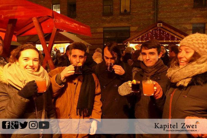 Sprachschule Deutsch Alexanderplatz Berlin Stammtisch Make friends