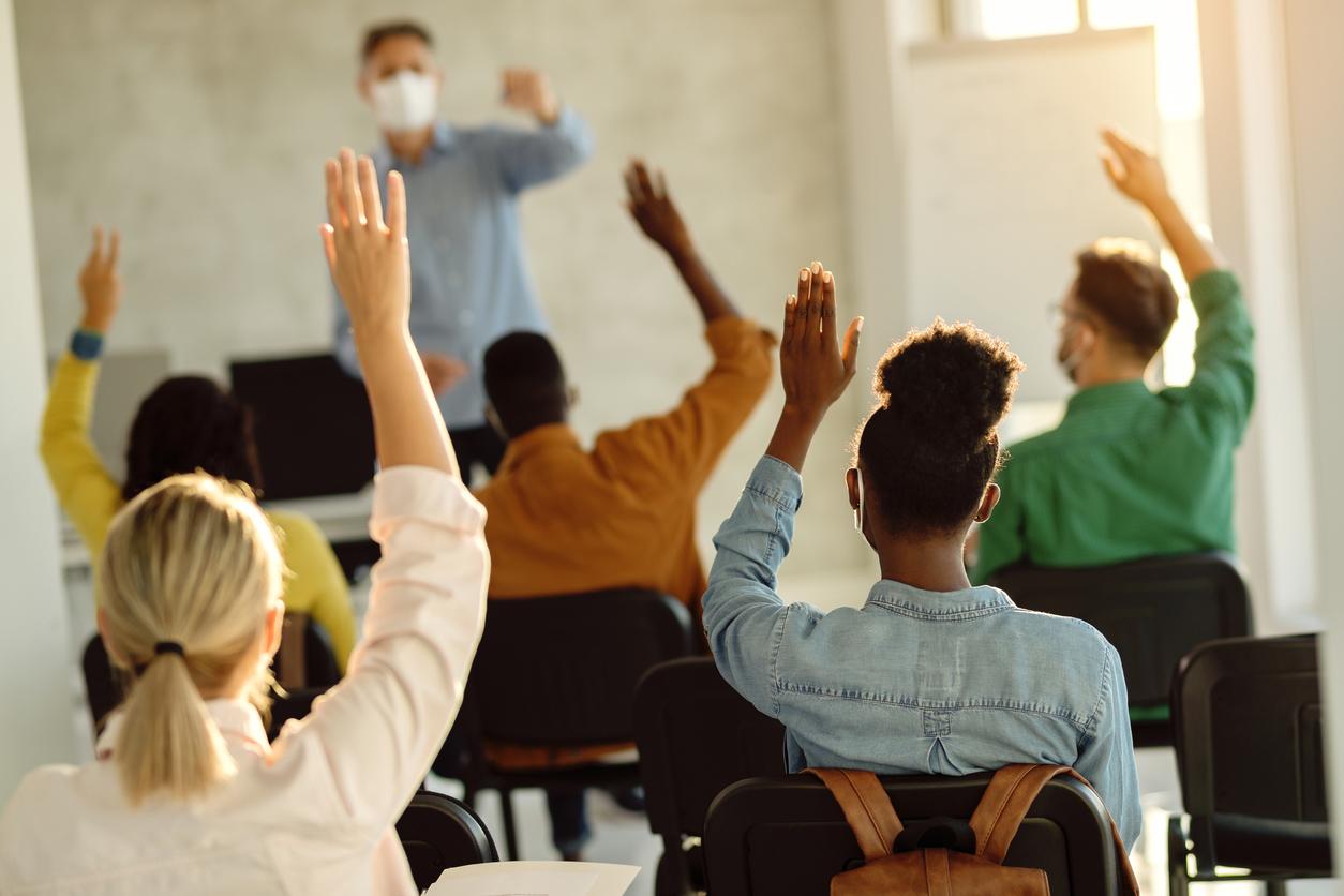 Deutschlernen in Präsenz realer Klassenraum Berlin